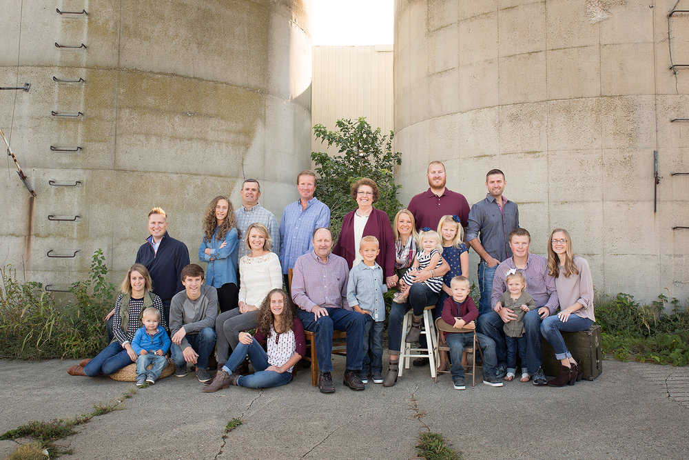 Ft Recovery Ohio, outdoor family portrait, rustic location, extended family portrait, large family portrait, family farm
