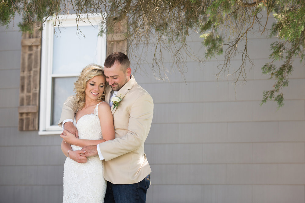 modern wedding photography, storytelling, lovestory photography, rustic wedding, Piqua Ohio, Buckeye Barn