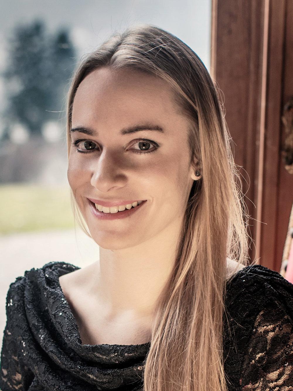 Susanne Andres - MezzosopranEs gibt so viel wunderbare Musik. Um sie zu entdecken, sollte man sich einen breiten Horizont erarbeiten und den Willen zu Tiefgang stärken.