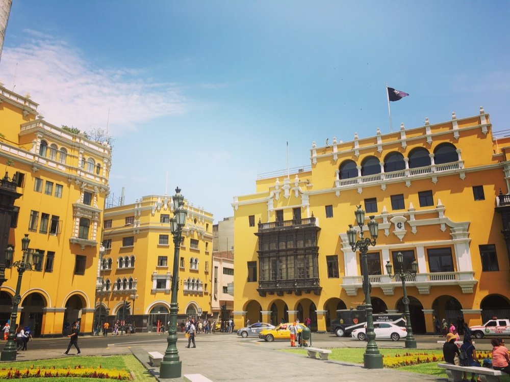 I've moved from the land of Plazas de Bolívar to the land of Plazas de Armas. Looking good Lima 👍🏻  #limaperu   #byecolombia   #plazadebolivar   #plazadearmas   #plazasgalore   #yearoftravel   #solofemaletravel   #travelblog   #pathunwritten
