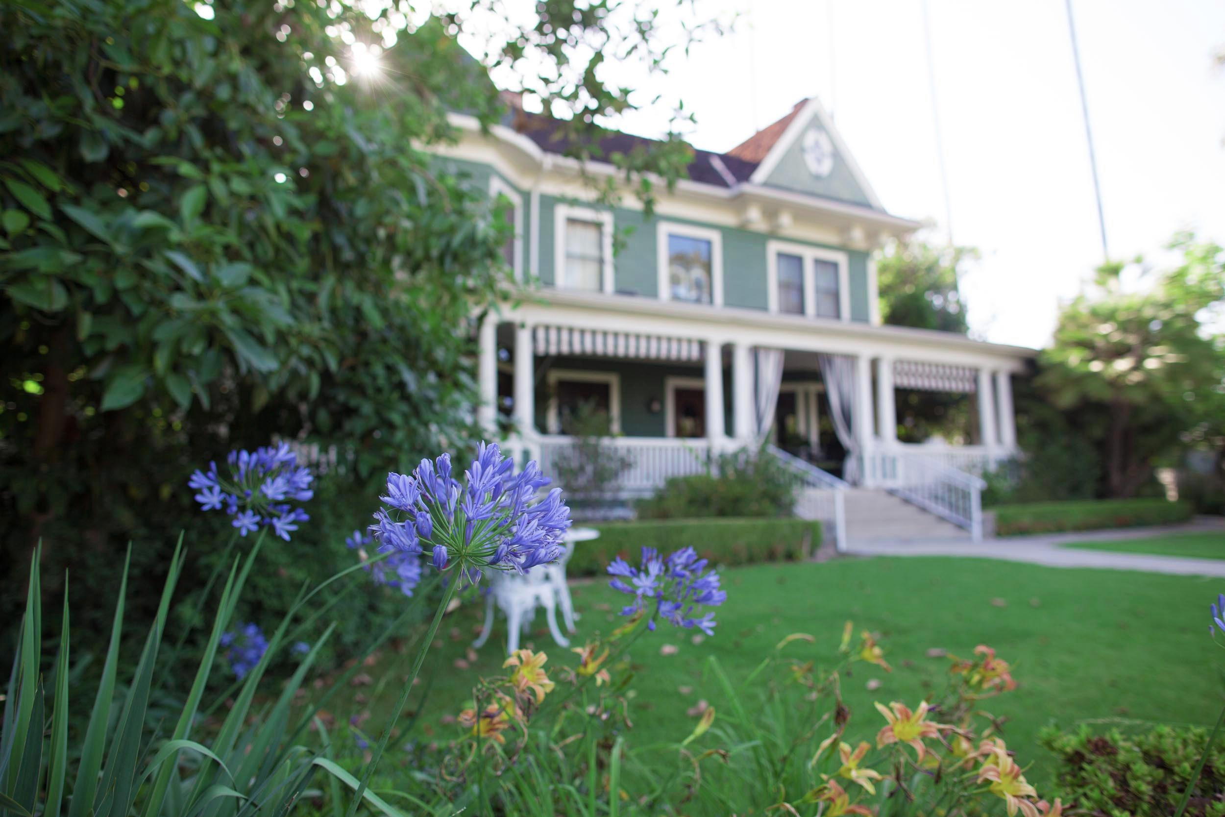 christmas house inn wedding venue house grounds contact - The Christmas Inn