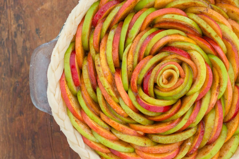 Mixed And Measured | Vegetarian Food Blog by Riley Yahr | Apple Rose Pie