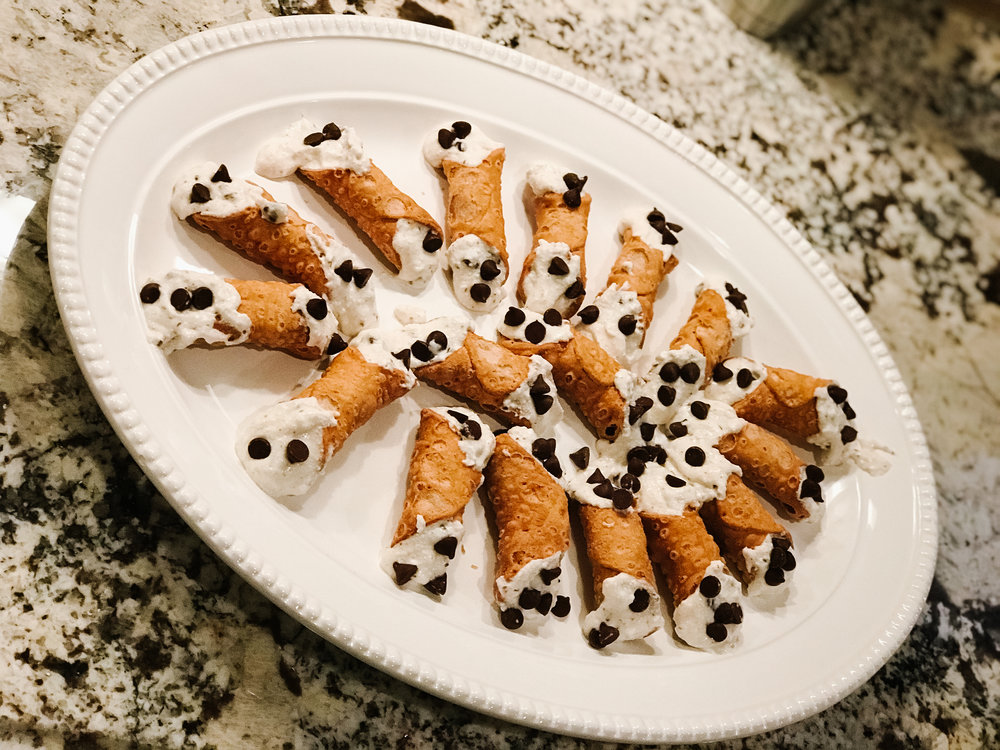 BEGINNER-cannolis-food-blogger-lifestyle-atlanta-going-gosnell-1.jpg