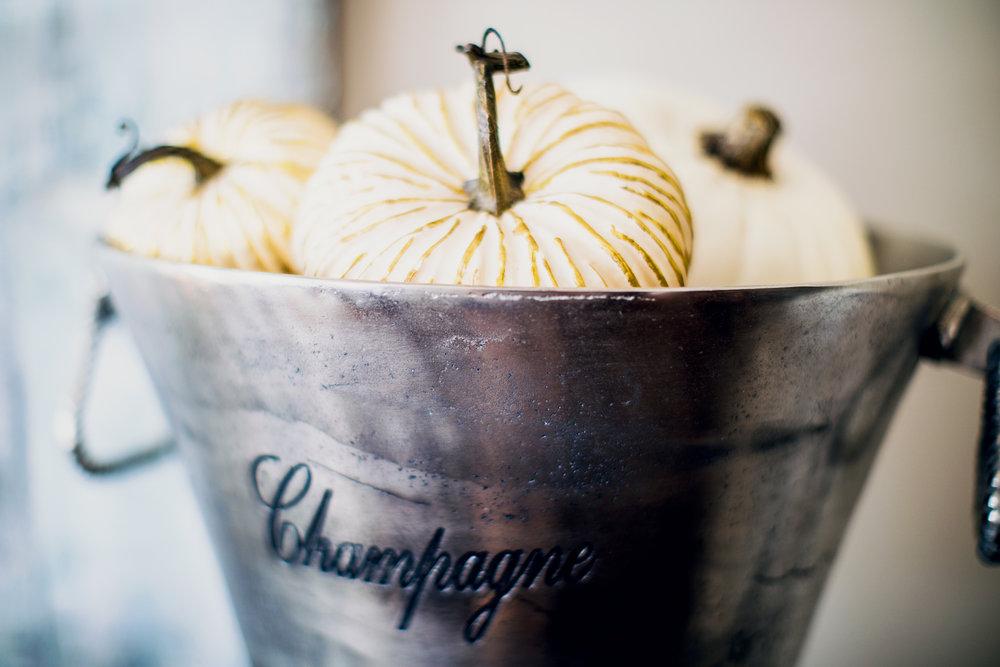 GoingGosnell.DiningRoom.WhitePumpkins.JPG