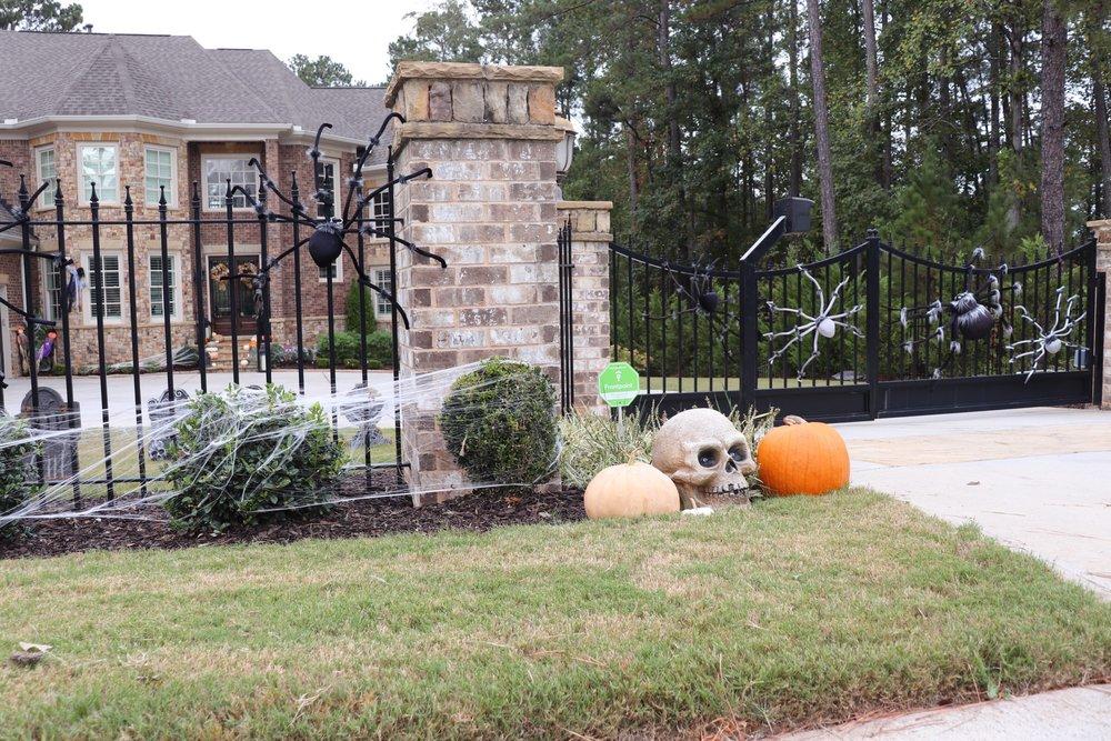 GoingGosnell.Front.HalloweenDecor.JPG