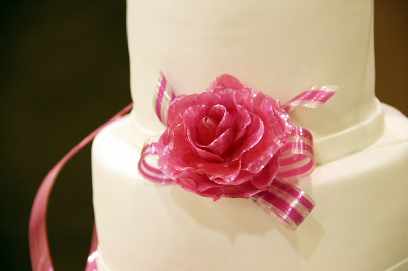 Pulled sugar rose on wedding cake made by Gusta Cooking Studio