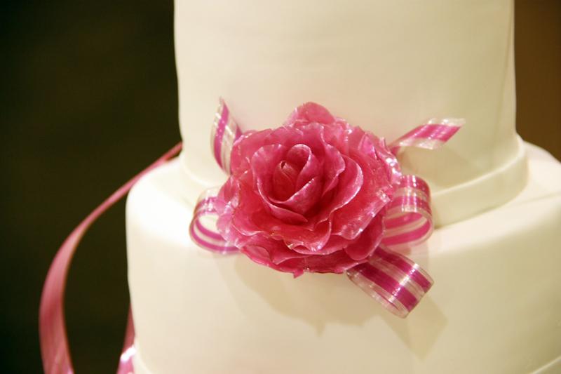 Pulled sugar rose on wedding cake made by Gusta Cooking Studio