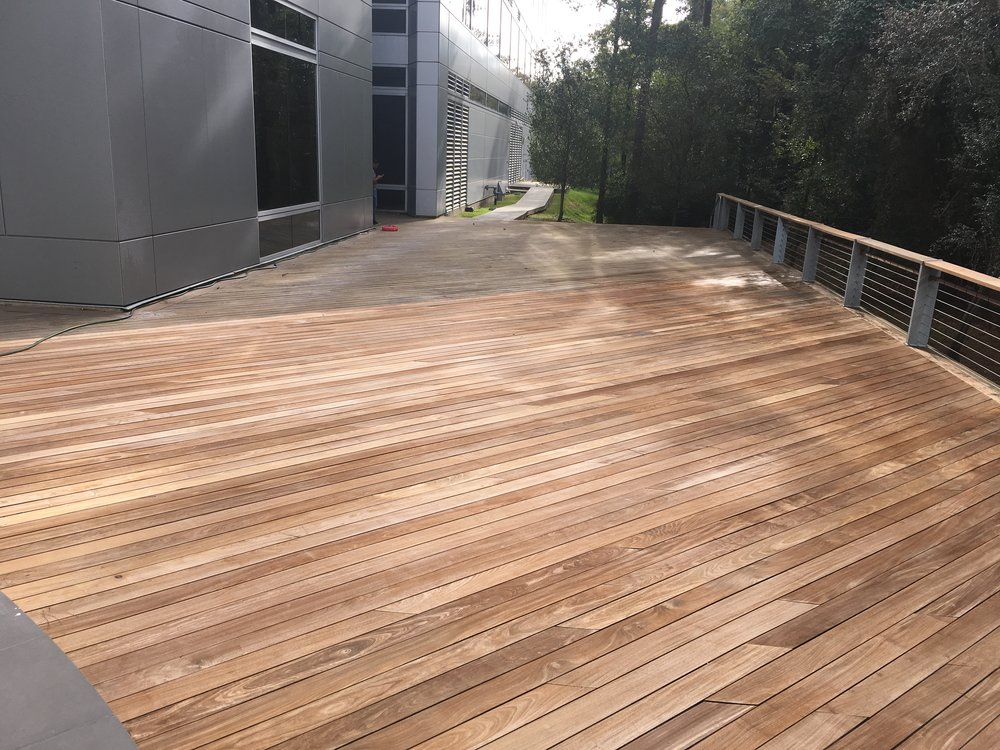 The part of the deck surface after cleaning (cleaning solution + pressure-washing + sanding off)