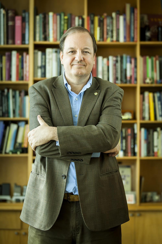 """<strong>Eduardo Arriagada</strong>Dean of the Communications Faculty of the Pontificia Universidad Católica de Chile<a href=""""/eduardo-arriagada"""" target=""""_blank"""">Read Bio ⇢</a>"""