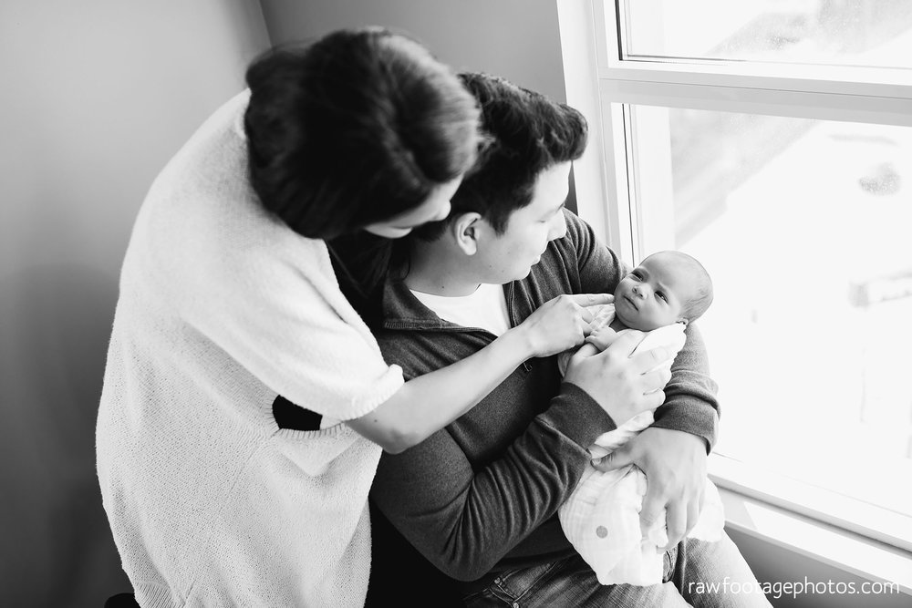 London_Ontario_Photographer-Newborn_Lifestyle_Photography-Baby-Photos-Lifestyle_Photographer-Raw_Footage_Photography-In_Home_Newborn_Session022.jpg