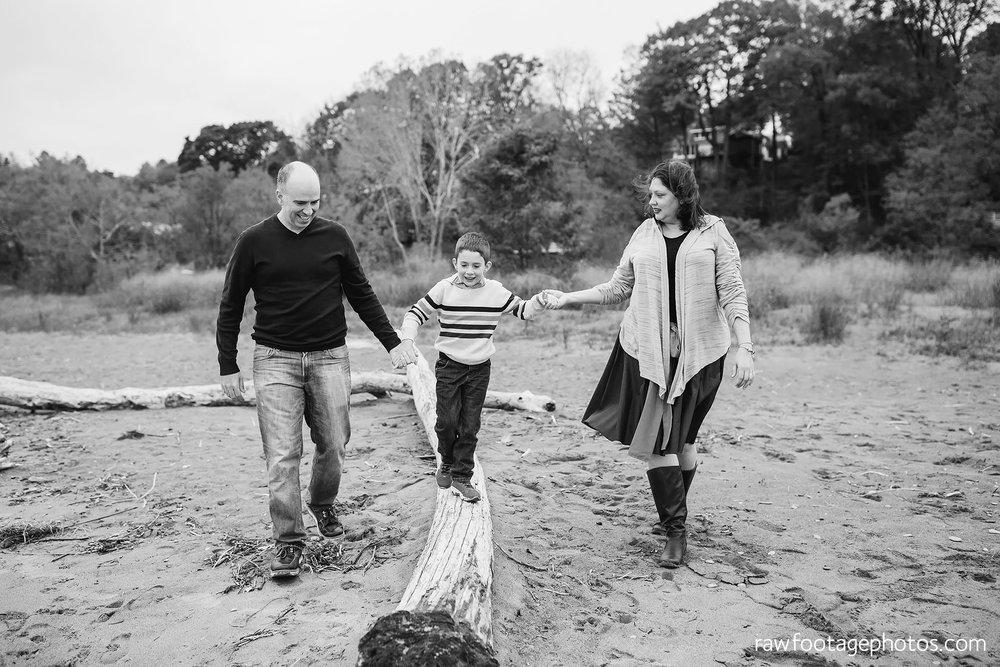london_ontario_family_photographer-port_stanley_photography-raw_footage_photography-family_photos-beach_photos-fall_family_photos-lifestyle_family_photography-candid_photographer021.jpg