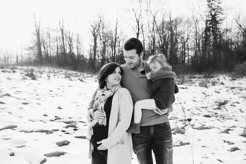 London_Ontario_Maternity_Photographer-Maternity_Session-Family_Photography-Winter_Photos-Raw_Footage_Photography002.jpg
