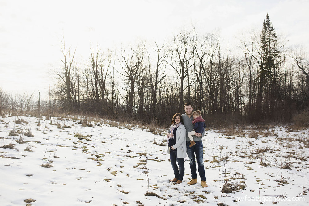 London_Ontario_Maternity_Photographer-Maternity_Session-Family_Photography-Winter_Photos-Raw_Footage_Photography001.jpg