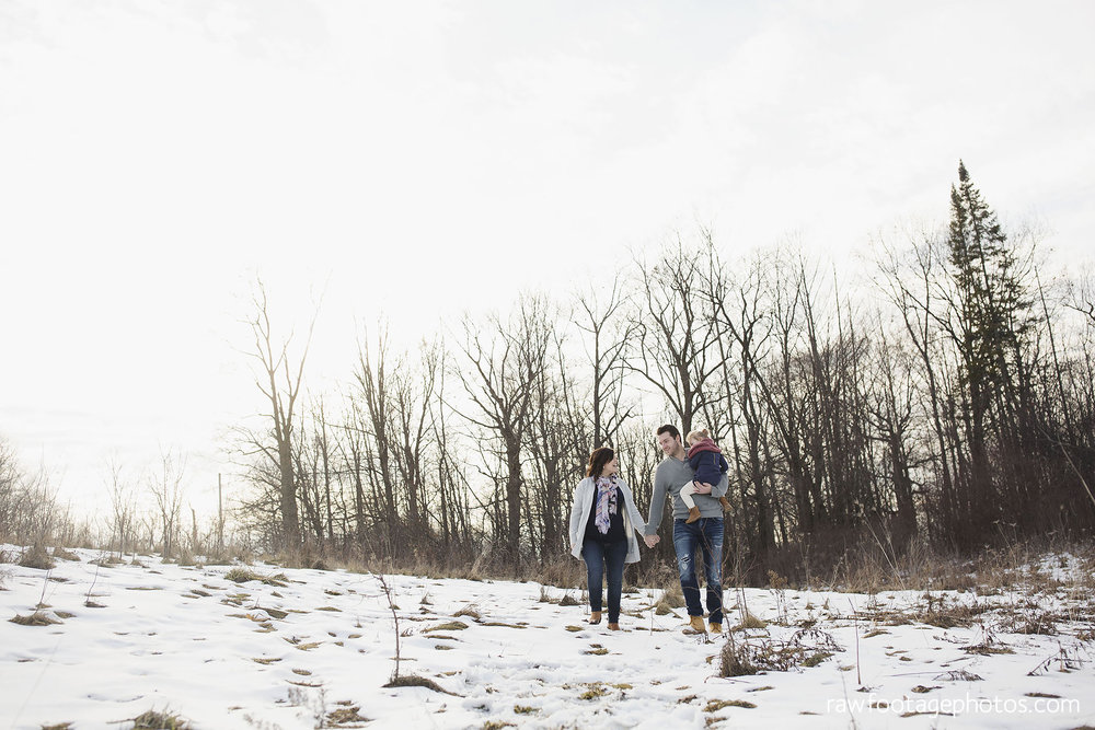 London_Ontario_Maternity_Photographer-Maternity_Session-Family_Photography-Winter_Photos-Raw_Footage_Photography004.jpg