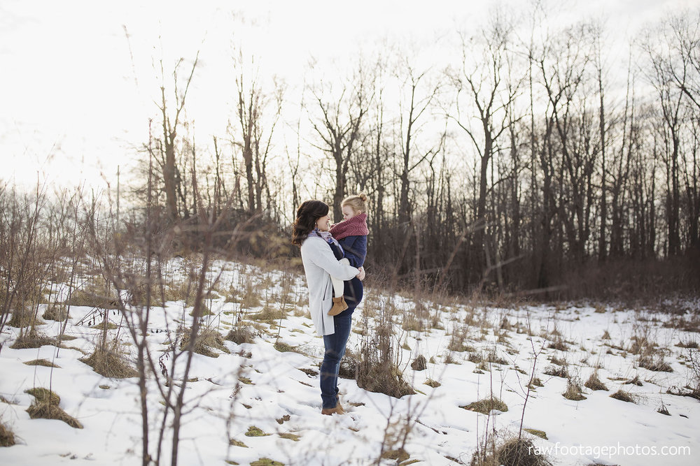 London_Ontario_Maternity_Photographer-Maternity_Session-Family_Photography-Winter_Photos-Raw_Footage_Photography007.jpg