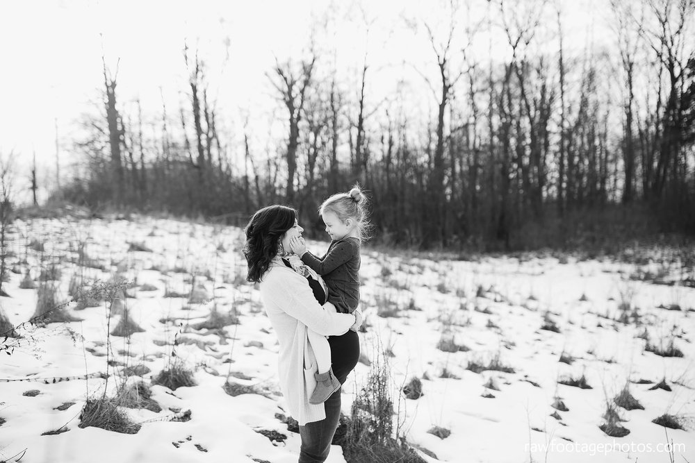 London_Ontario_Maternity_Photographer-Maternity_Session-Family_Photography-Winter_Photos-Raw_Footage_Photography009.jpg