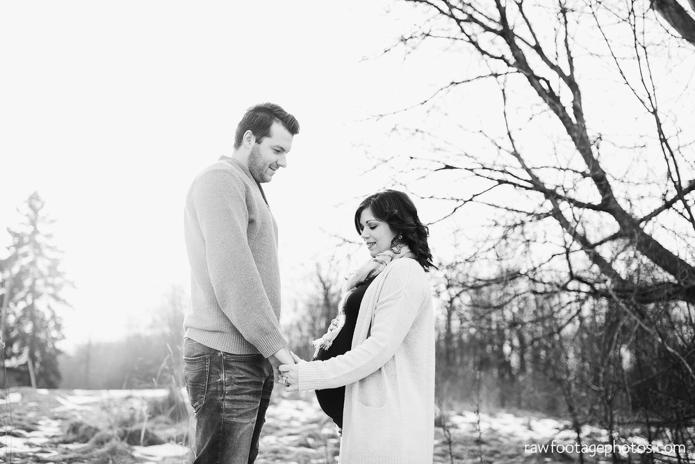 London_Ontario_Maternity_Photographer-Maternity_Session-Family_Photography-Winter_Photos-Raw_Footage_Photography023.jpg