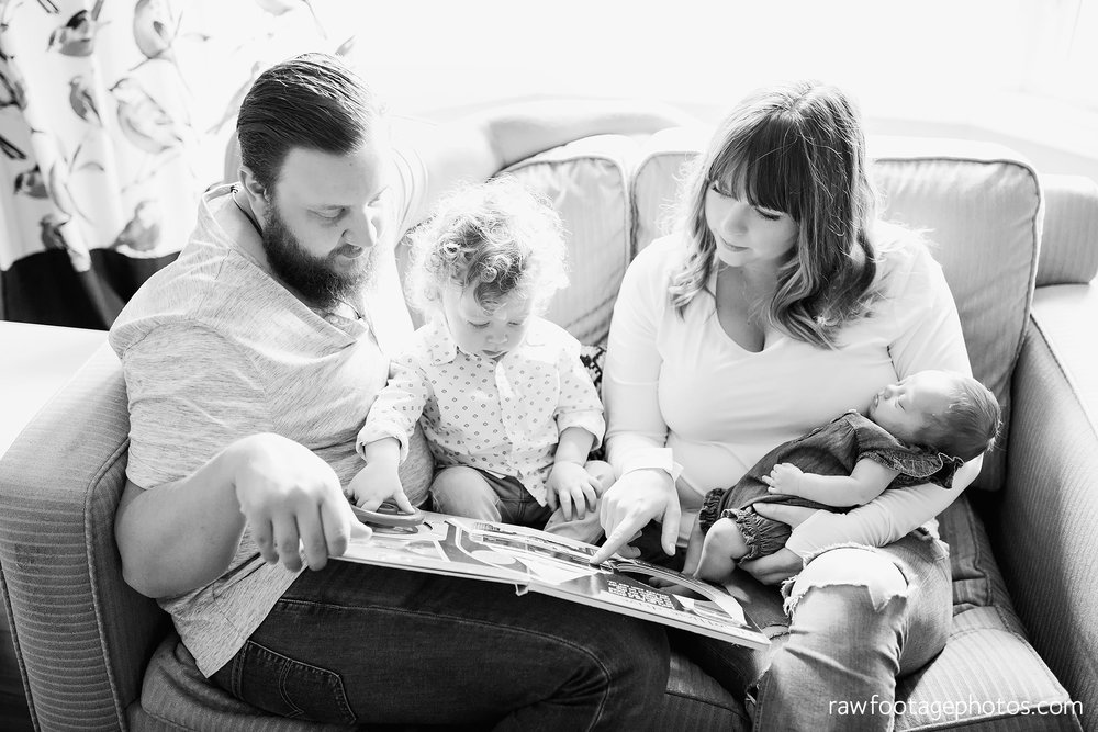 london_ontario_newborn_lifestyle_photography-in_home_newborn_session-raw_footage_photography003.jpg