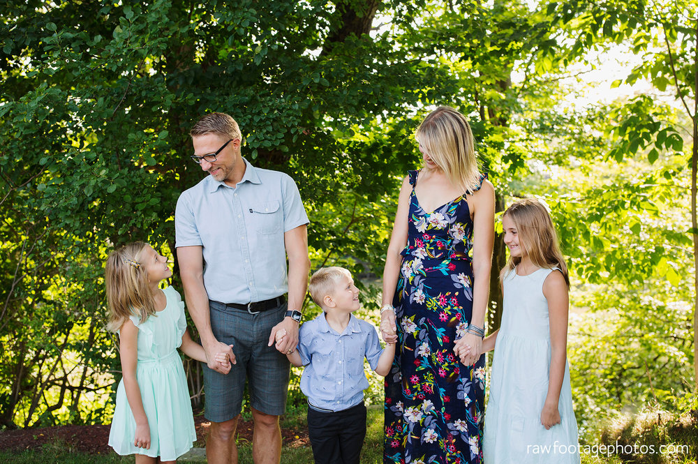 london_ontario_extended_family_backyard_session-raw_footage_photography022.jpg