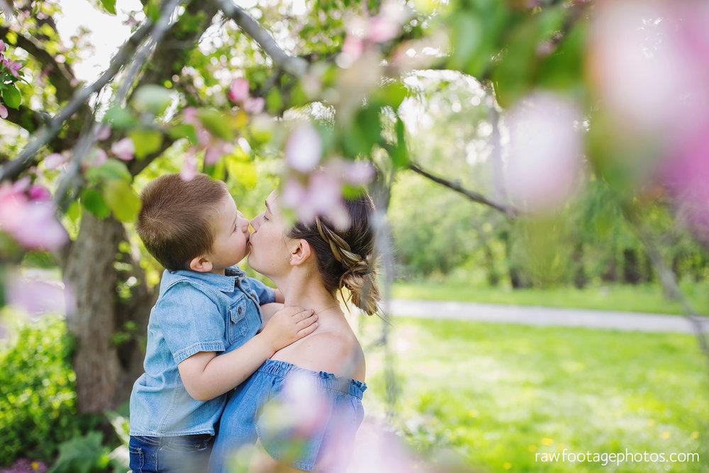 london_ontario_family_photographer-raw_footage_photography-spring_blossom_mini_sessions-magnolia-springbank_park038.jpg