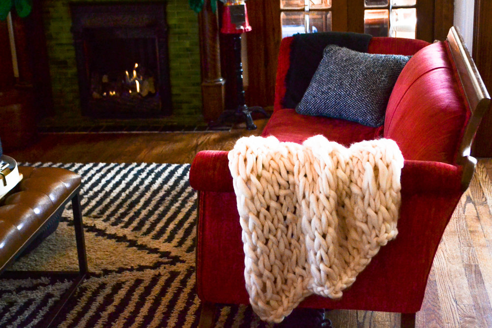 Easy DIY arm-knit chunky blanket
