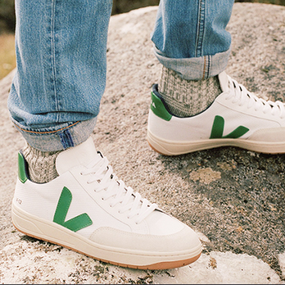 VEJA - Environmentally friendly sneakers, made with raw materials sourced from organic farming and ecological agriculture, without chemicals or polluting processes.