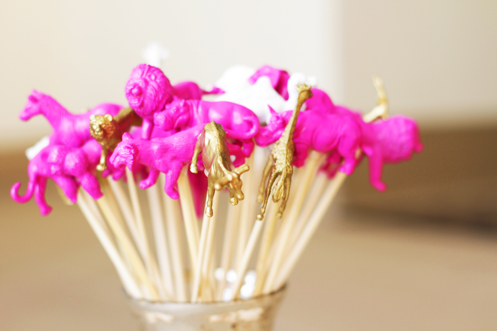 We collaborated with Truvía® to make an amazing low-calorie cosmopolitan and these super fun gold animal stir sticks.   You can watch this video here on Youtube and be sure to comment!  Truvia with Lilyshop