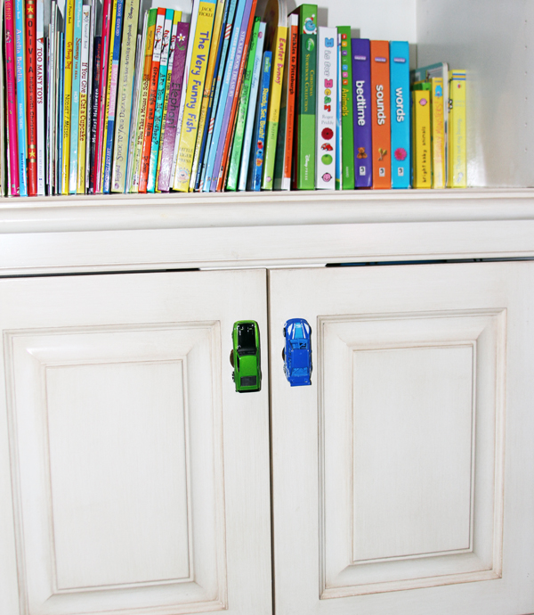 Aren't they fun!? Here's one more (simpler) craft that doesn't involve any glue!