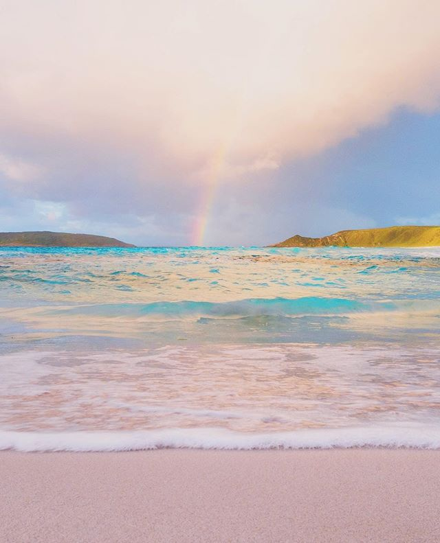 Good morning beautiful humans 💝🙃 I wanted to share a little rainbow with you today because I'm pretty sure rainbows make every one smile, and I want you (yes you! 😉) to smile today! Smile from the inside out! Sometimes we all need a little help with that. ✨🙌🏼🌈 This is at a place called Twilght Beach, in Esperance @westernaustralia and it's full of wonder! Even without the rainbow it would surely make you smile too! 🌈✨Have a super day every one! Smile at someone you never normally would. Smile at strangers. You just might change their day for the better, and if not you'll definitely change yours. ✨🌈💝✨ #justanotherdayinwa