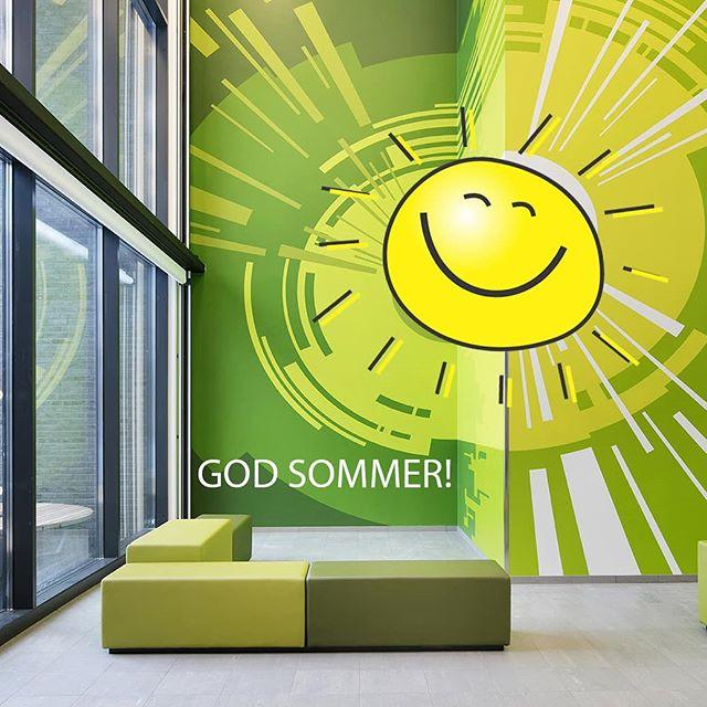 Straks tar vi i Kapsel ferie og smiler like bredt som solen på bildet 😊 ønsker dere alle en riktig god sommer 🌞🌸 #godsommer #snartferie #sol #gystadmarkaungdomskole #kapselprosjekt