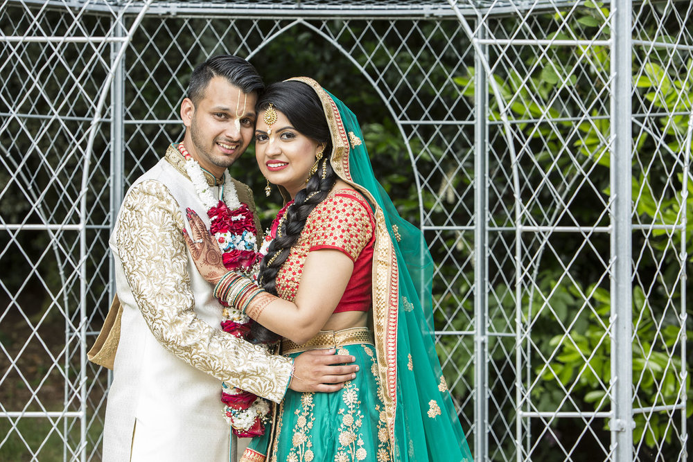 elizabethgphotography_kingslangley_hertfordshire_fineart_indian_wedding_photography_jigna_bhuja_bhaktivedanta_manor_watford_06.jpg