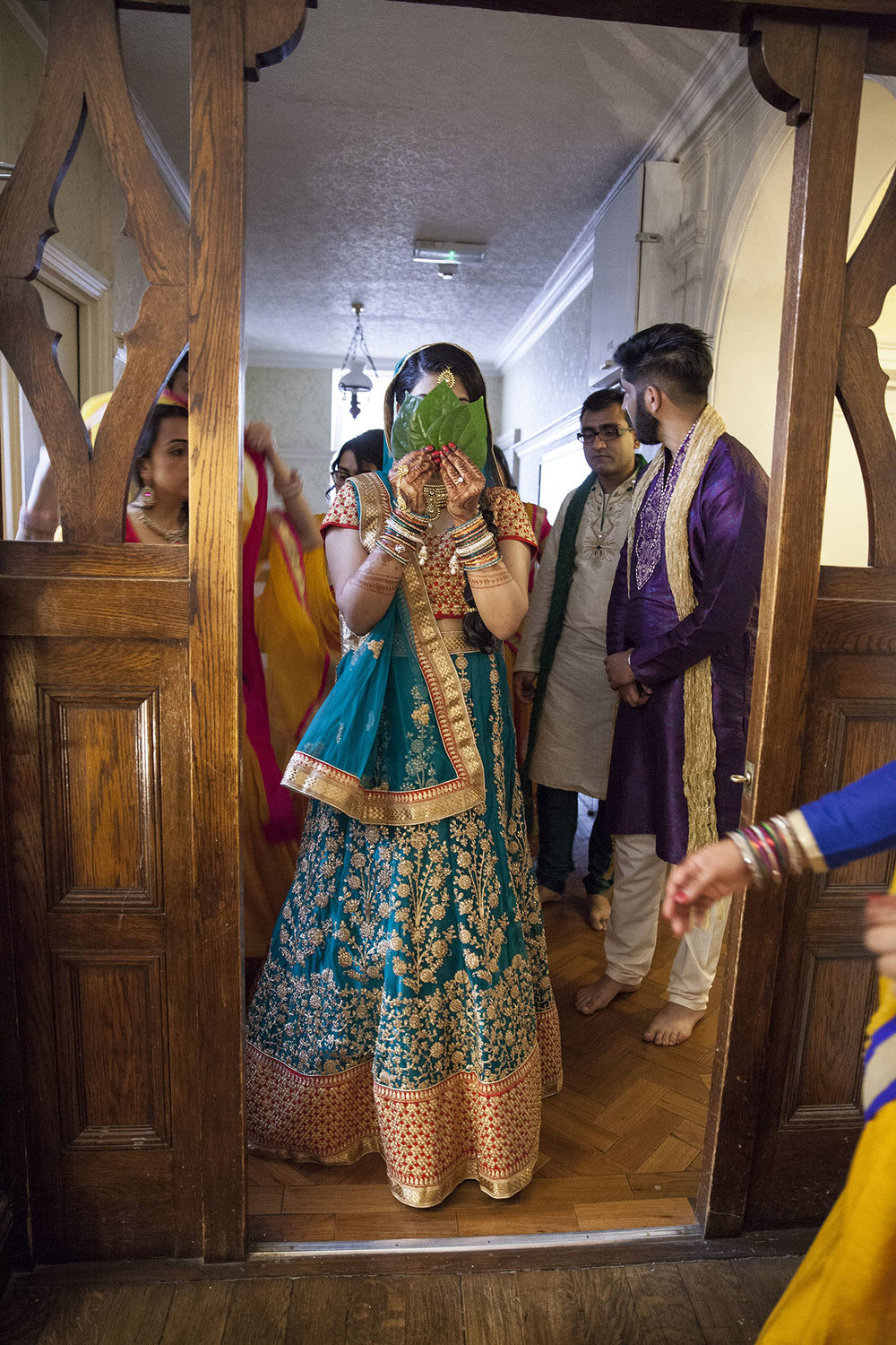 elizabethgphotography_kingslangley_hertfordshire_fineart_indian_wedding_photography_jigna_bhuja_bhaktivedanta_manor_watford_17.jpg