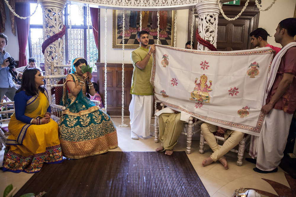 elizabethgphotography_kingslangley_hertfordshire_fineart_indian_wedding_photography_jigna_bhuja_bhaktivedanta_manor_watford_18.jpg