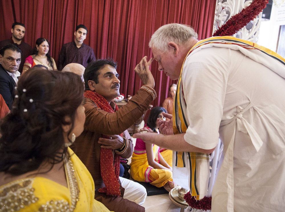 elizabethgphotography_kingslangley_hertfordshire_fineart_indian_wedding_photography_jigna_bhuja_bhaktivedanta_manor_watford_22.jpg