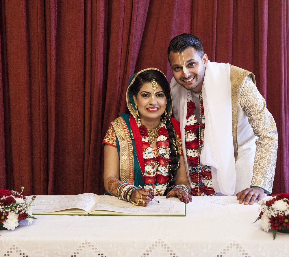 elizabethgphotography_kingslangley_hertfordshire_fineart_indian_wedding_photography_jigna_bhuja_bhaktivedanta_manor_watford_28.jpg