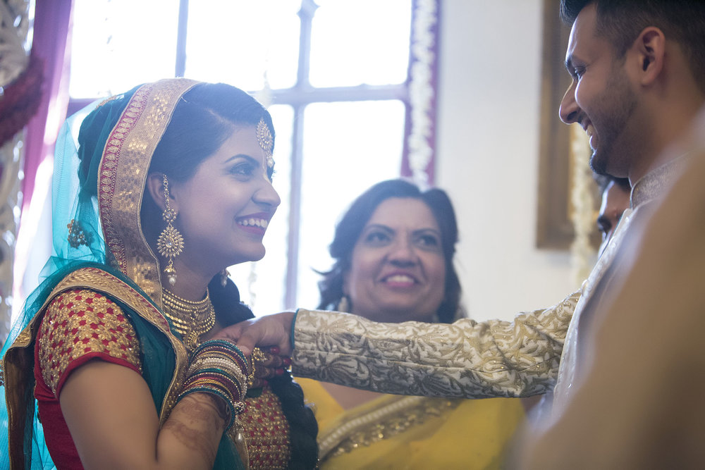 elizabethgphotography_kingslangley_hertfordshire_fineart_indian_wedding_photography_jigna_bhuja_bhaktivedanta_manor_watford_93.jpg