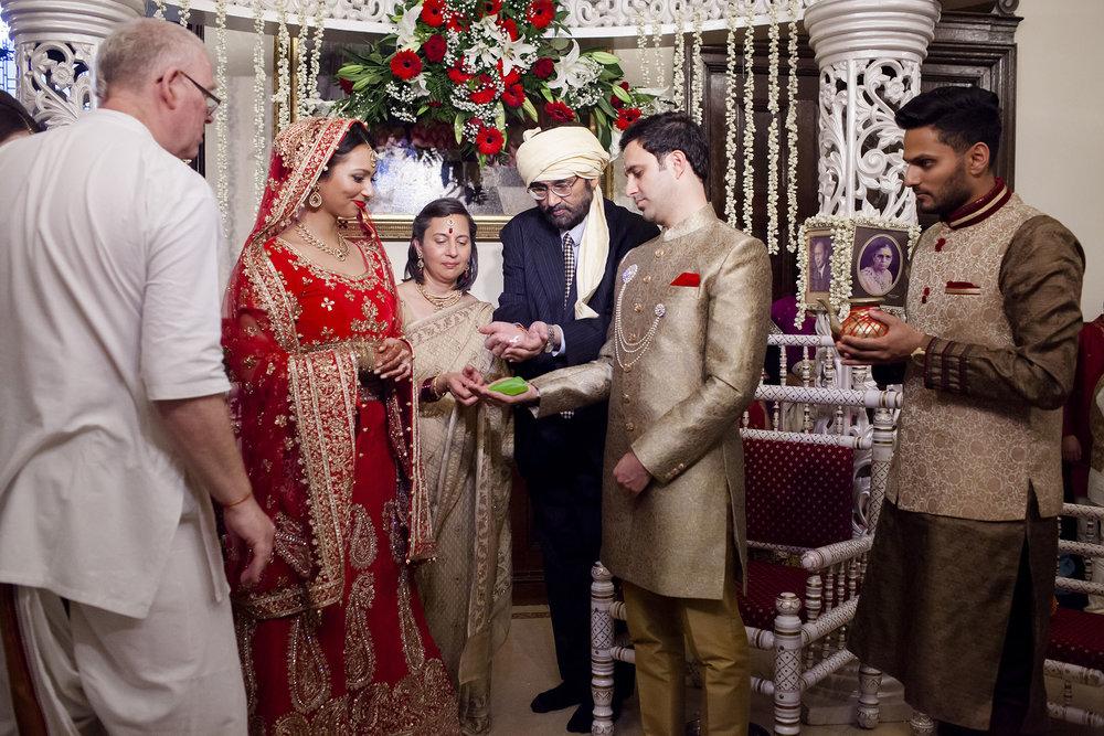 elizabethgphotography_kingslangley_hertfordshire_fineart_indian_wedding_photography_bhavesh_kundalata_bhaktivedanta_manor_watford_jpg21.jpg