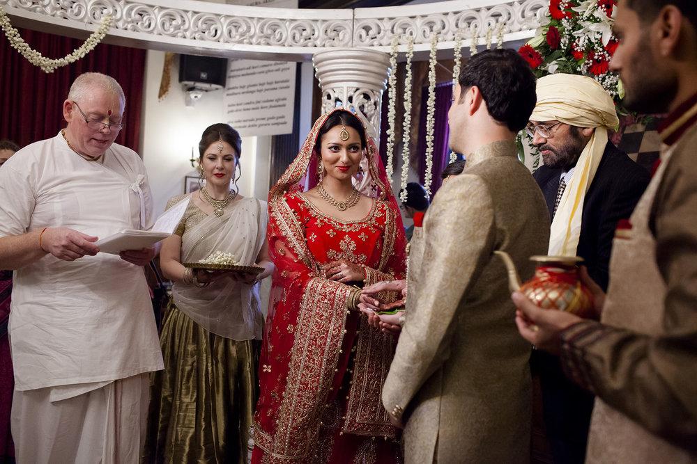 elizabethgphotography_kingslangley_hertfordshire_fineart_indian_wedding_photography_bhavesh_kundalata_bhaktivedanta_manor_watford_jpg23.jpg