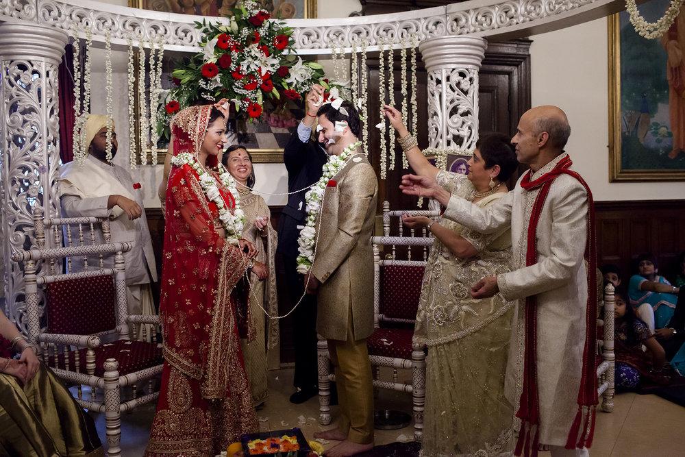 elizabethgphotography_kingslangley_hertfordshire_fineart_indian_wedding_photography_bhavesh_kundalata_bhaktivedanta_manor_watford_jpg32.jpg
