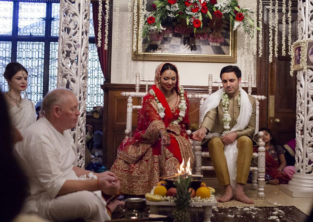 elizabethgphotography_kingslangley_hertfordshire_fineart_indian_wedding_photography_bhavesh_kundalata_bhaktivedanta_manor_watford_jpg37.jpg