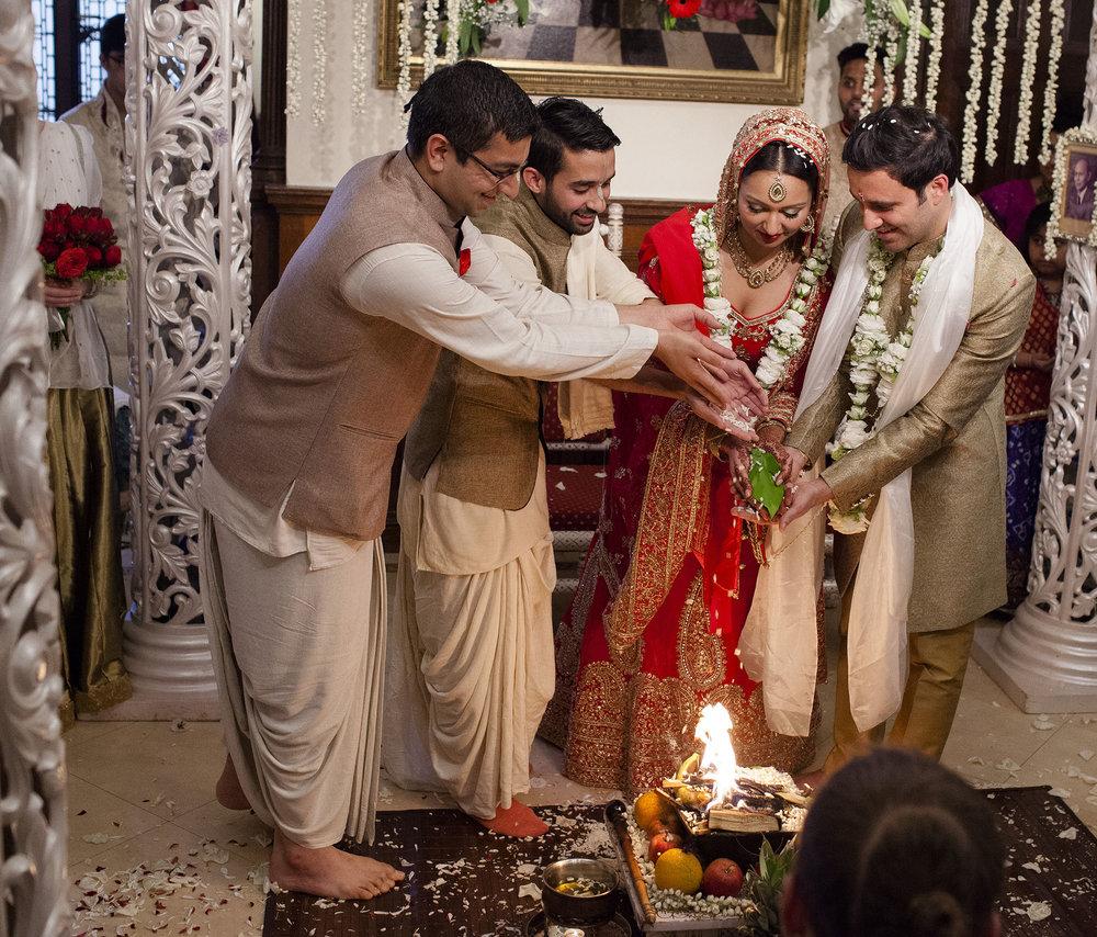 elizabethgphotography_kingslangley_hertfordshire_fineart_indian_wedding_photography_bhavesh_kundalata_bhaktivedanta_manor_watford_jpg44.jpg