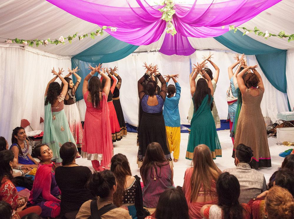 elizabethgphotography_kingslangley_hertfordshire_fineart_indian_wedding_mehndi_photography_jigna_bhuja_17.jpg
