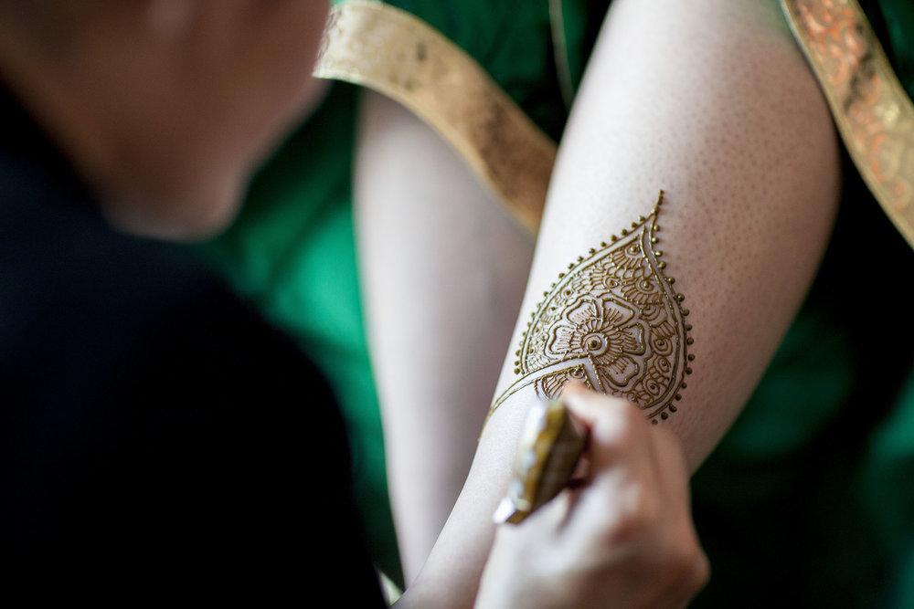 elizabethg_fineart_photography_hertfordshire_indian_wedding_mehndi_kundalata_09.jpg