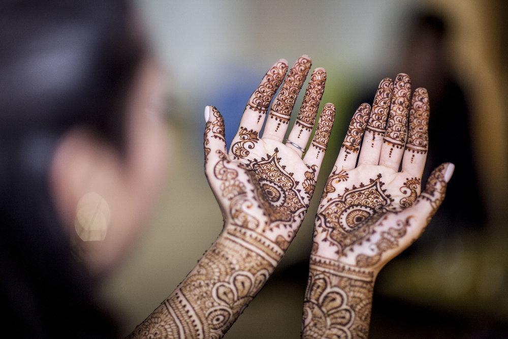 elizabethg_fineart_photography_hertfordshire_indian_wedding_mehndi_kundalata_13.jpg