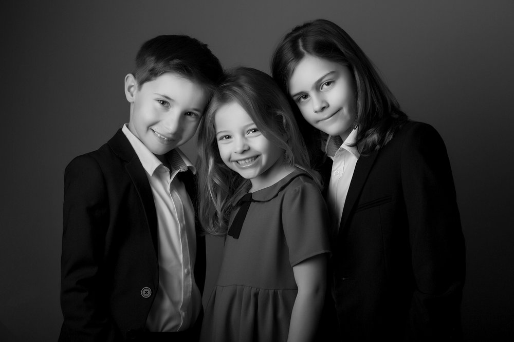 elizabethgphotography_childrens_fineart_kingslangley_hertfordshire_family_photographer_siblings_ferrazzanosa.jpg