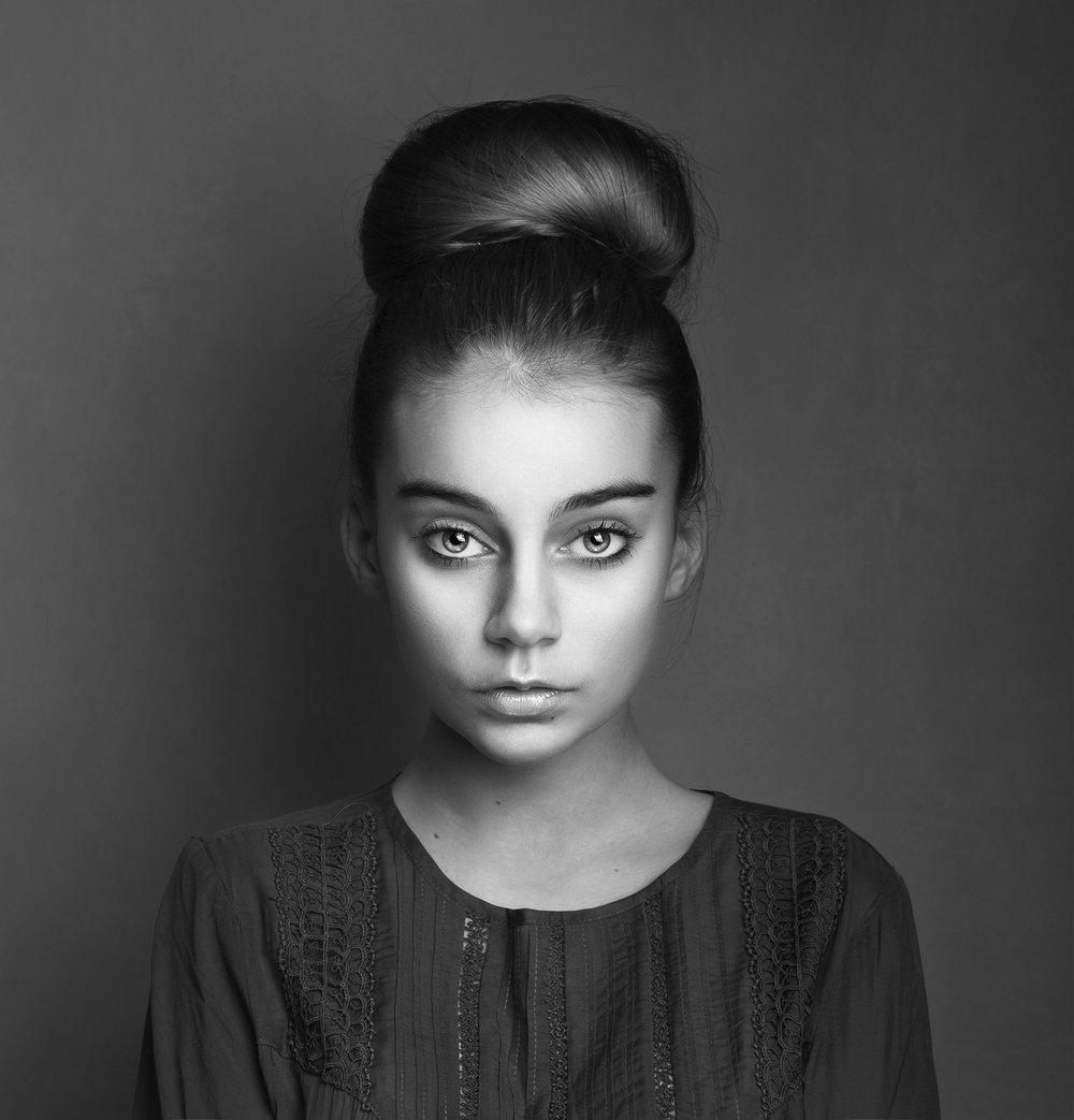 Elizabethg_fineart_photography_raven_minimodels_6.jpg
