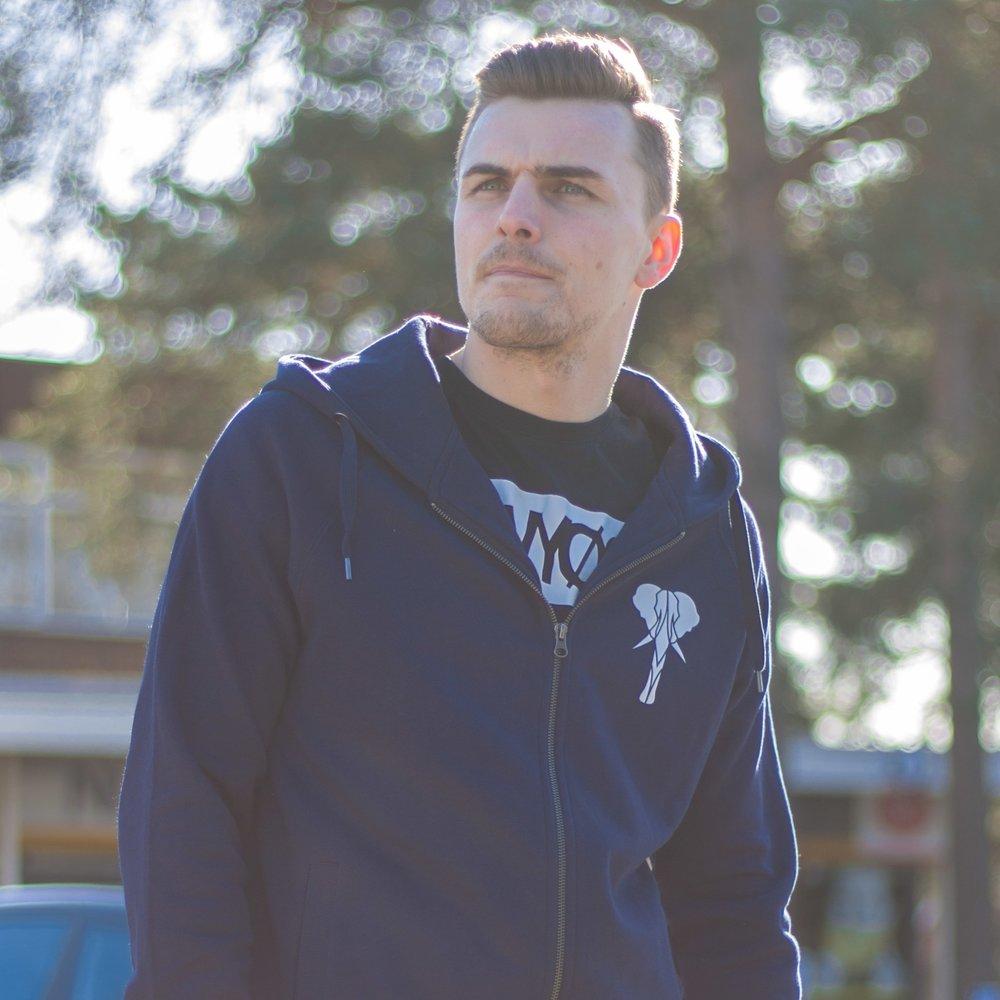 hoodie shoot-31.jpg