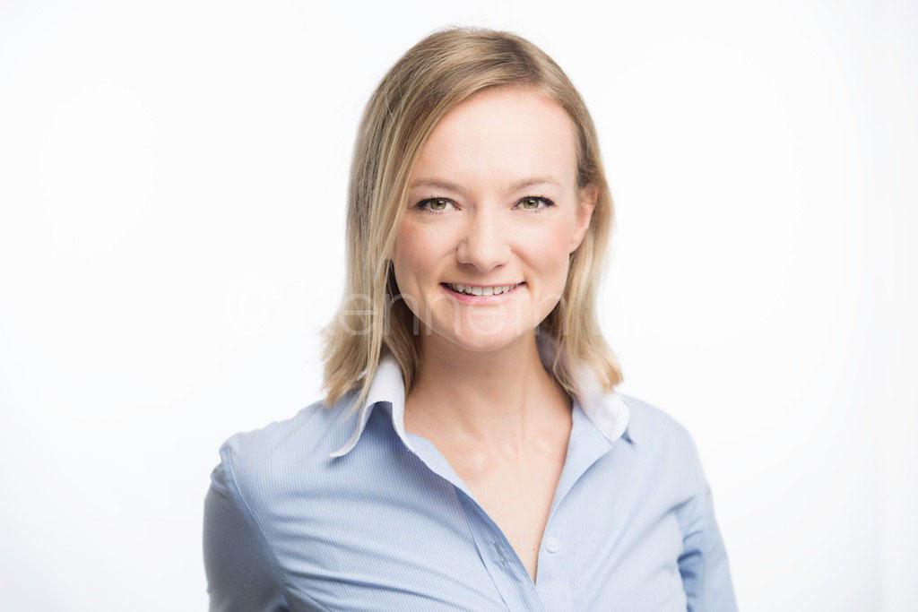 corporate headshot hong kong executive corporate casual female smiling