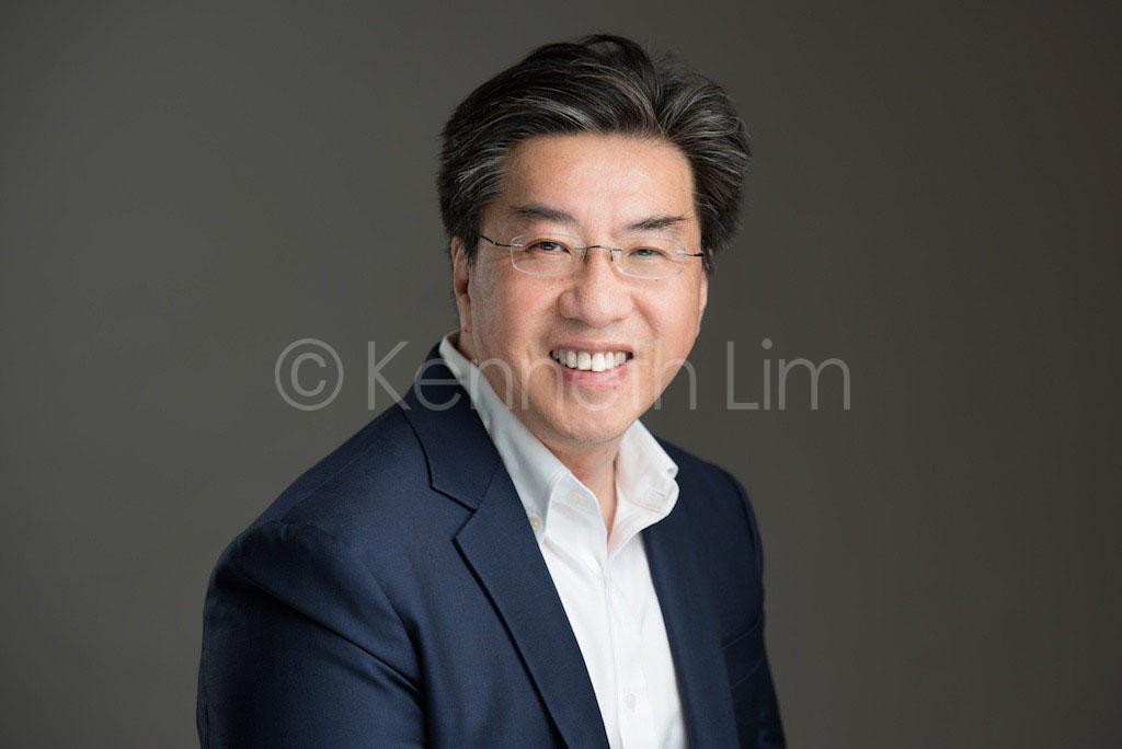 corporate headshot hong kong executive professional portrait photoshoot male smiling