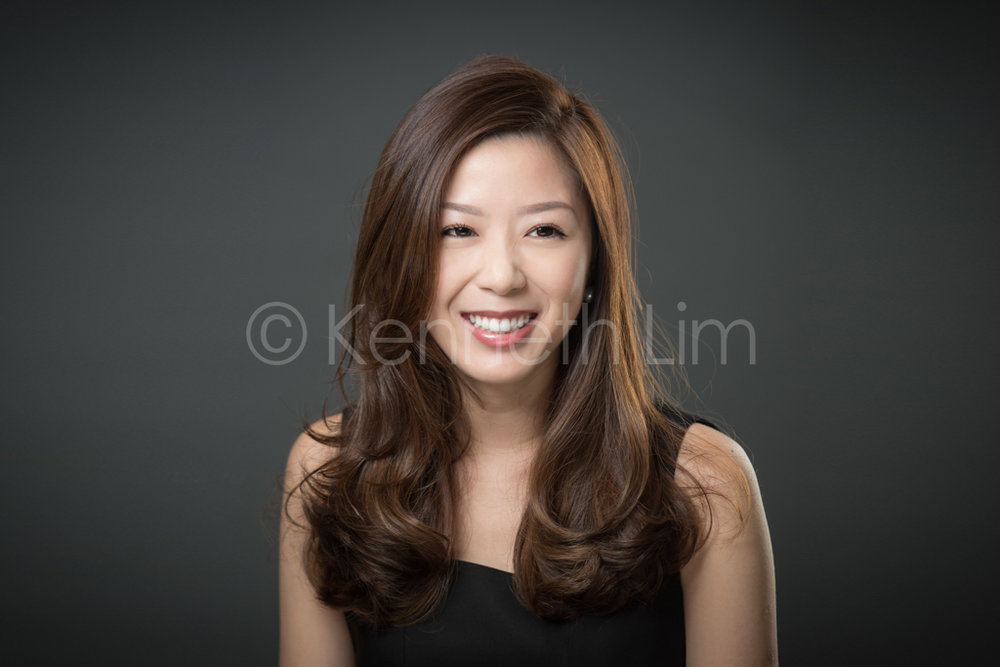 Hong-Kong-Corporate-Headshots-casual-lady-woman-smiling-dark-background